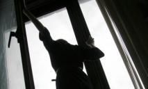Девочка выпала из многоэтажки: страшные травмы
