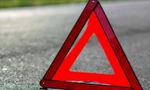 ДТП с последствиями: спасатели «вырезали» пострадавших из машины
