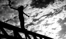 Девушка собиралась совершить суицид, спрыгнув с моста