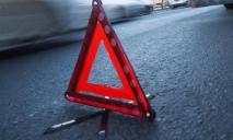 В Днепре автомобиль разбился о бордюр