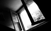 Девочка выпала с 6 этажа: последние новости о состоянии ребенка