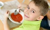 Детей в Днепре начали кормить по новому меню
