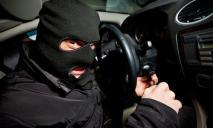 Преступники угнали авто и разбились на нем
