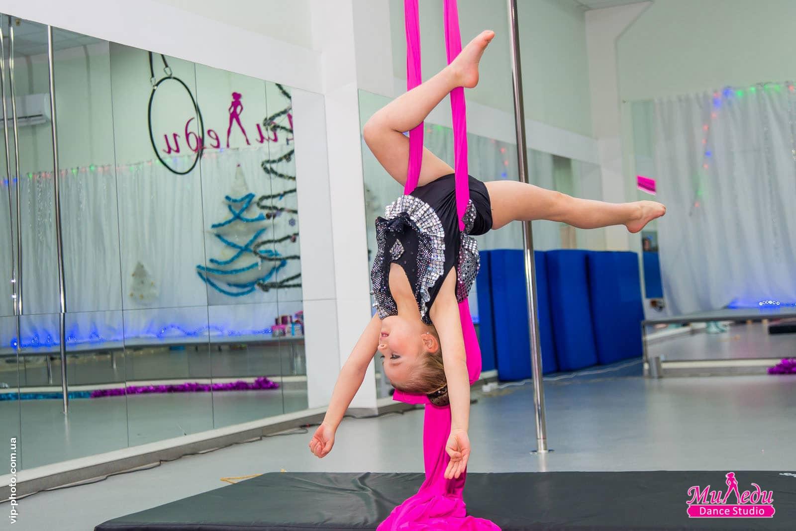 Новости Днепра про Тренировки для детей по направлениям: aerial silks, pole sport, акробатика и растяжка в Днепре