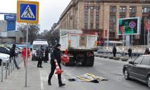 В центре Днепра грузовик переехал голову женщины