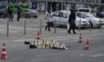 Грузовик переехал женщину в центре Днепра: видео инцидента