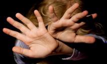 Мужчину подозревают в развращении дочери