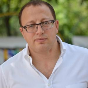 1 42 300x300 - Геннадий Гуфман: трудовой путь, бизнес и госслужба