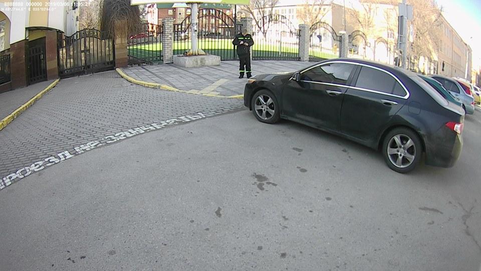 Новости Днепра про Спасения нет: машины эвакуируют даже у ворот церковной администрации