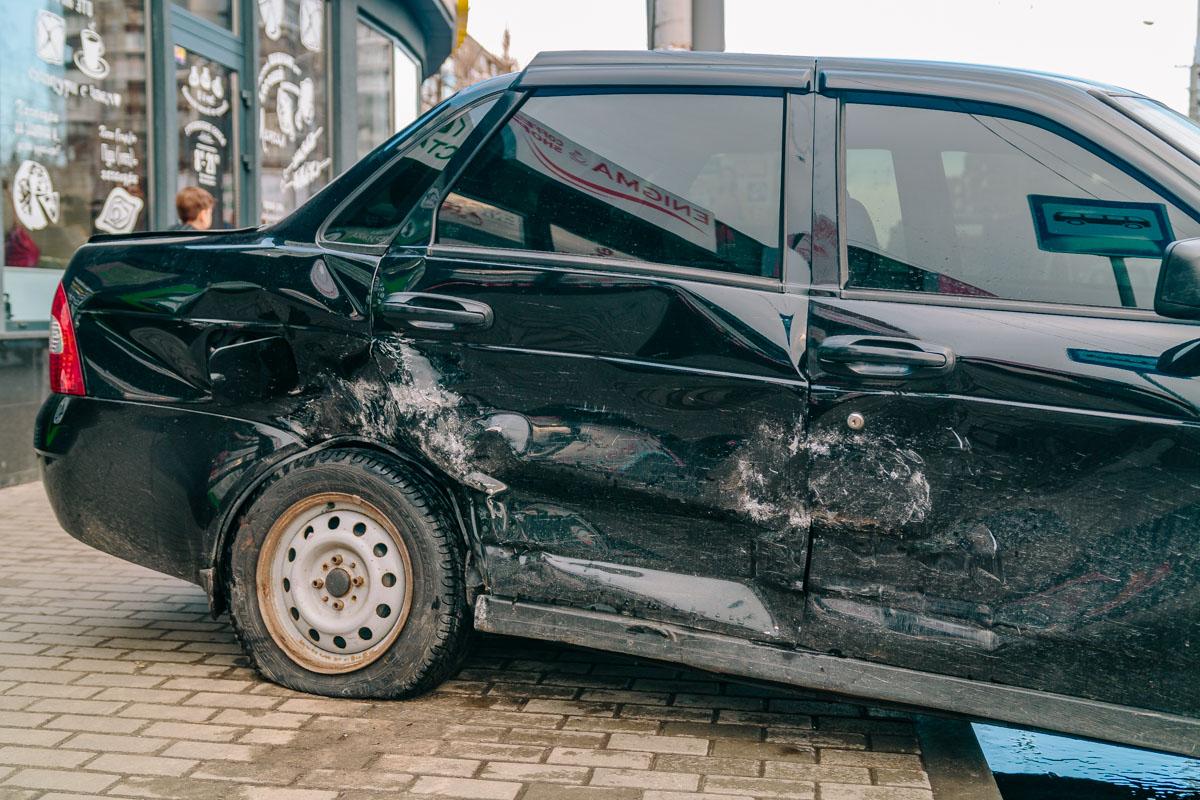 Новости Днепра про ДТП в Днепре: автомобиль отбросило прямо на двух пешеходов