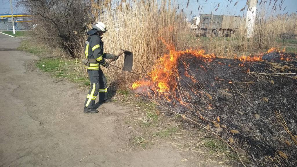 Новости Днепра про 9 пожаров за сутки: спасатели обратились к жителям