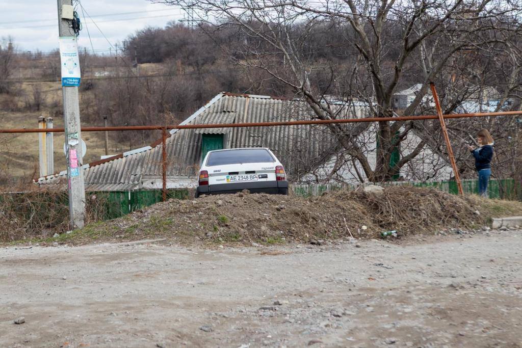 Новости Днепра про Отказали тормоза: автомобиль влетел в забор жилого дома