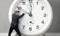 Когда переводить часы: Украина возвращается на летнее время