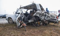Масштабное ДТП под Днепром: авто превратилось в груду металлолома