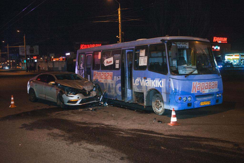 Новости Днепра про В Днепре столкнулись автобус и автомобиль