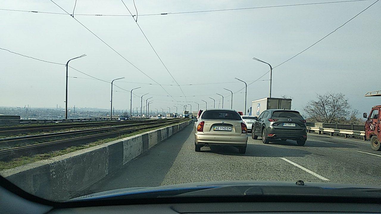 Новости Днепра про Ремонт моста: в Днепре образовались километровые пробки