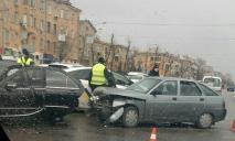 ДТП в Днепре: ВАЗ и Mercedes не поделили дорогу