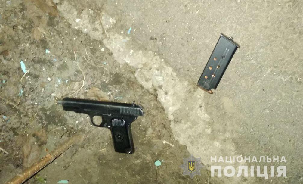 Новости Днепра про Опасный Днепр: пьяный с пистолетом и вооруженный водитель мопеда