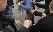 Полицейские и разбитое «лобовое»: жители устроили массовую драку