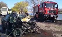 Масштабное ДТП под Днепром: фура смяла легковушку, водителя «вырезали»