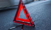 ДТП с пострадавшими: в Днепре такси с пассажирами «влетело» в дерево