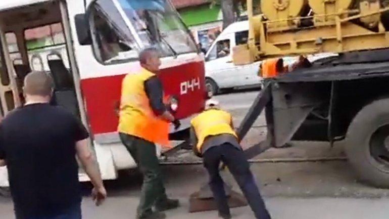 Женщина умерла после того, как попала под трамвай. Новости Днепра