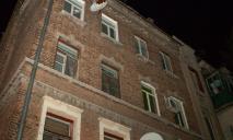 В Днепре женщина выпрыгнула из окна и закрылась в квартире с ребенком