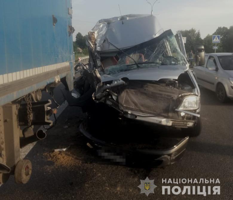 Под Днепром автобус с детьми влетел в фуру: пострадавшие в больнице. Новости Днепра