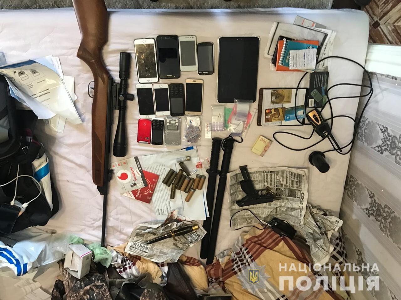 Пойманы наркоторговцы: при обыске нашли наркотики и оружие. Новости Днепра