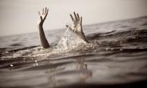 Смерть и реанимация: мужчина с ребенком пытались переплыть озеро