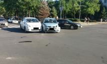 Не поделили перекресток: из-за ДТП в центре Днепра движение затруднено