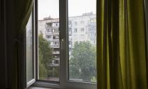 Полуторогодовалый малыш выпал из окна 9-го этажа: подробности