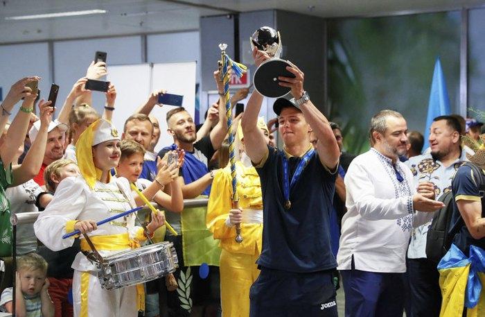 Как встречали украинских чемпионов по футболу. Новости Украины