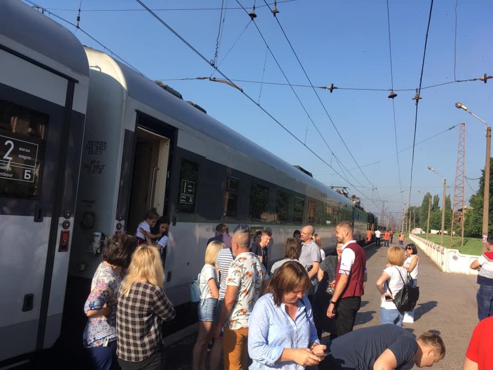 Из-за обрыва контактной сети поезда серьезно отстают от графика. Новости Днепра.