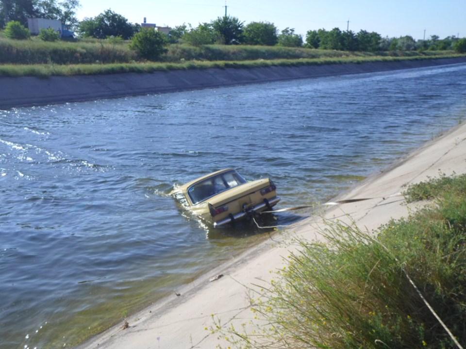 В канале утонула машина с 3 людьми. Новости Украины