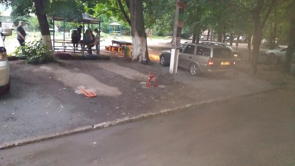 На жилмассиве Тополь-3 началось оборудование незаконных автостоянок. Новости Днепра
