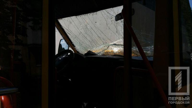 Крупное ДТП с маршруткой: пострадали пассажиры. Новости Днепра