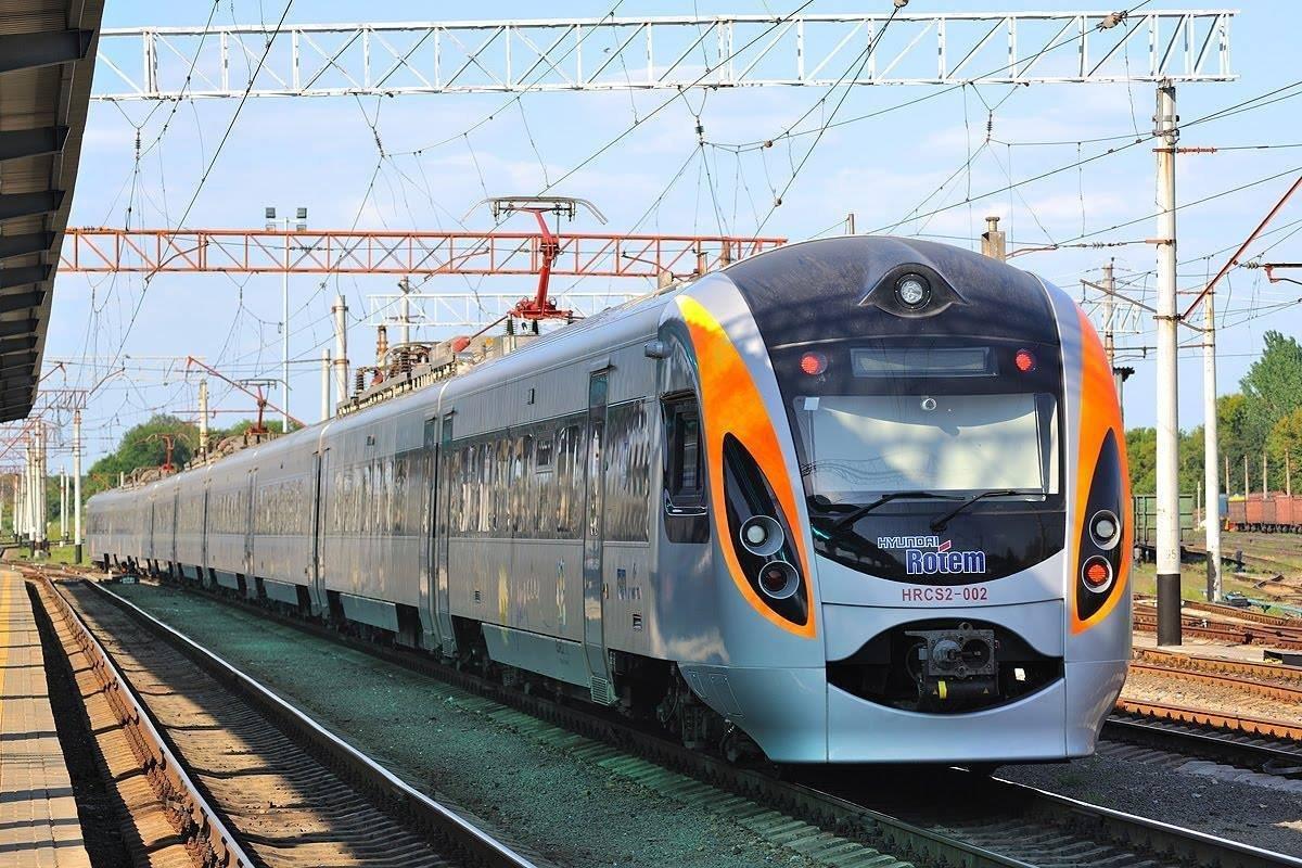 «Укрзализныця» добавила 26 летних поездов. Новости Днепра