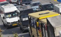 В Днепре водители маршруток устроили «разборки» и драку посреди дороги