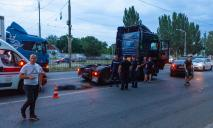 Смертельное ДТП: в Днепре грузовик переехал двоих мужчин