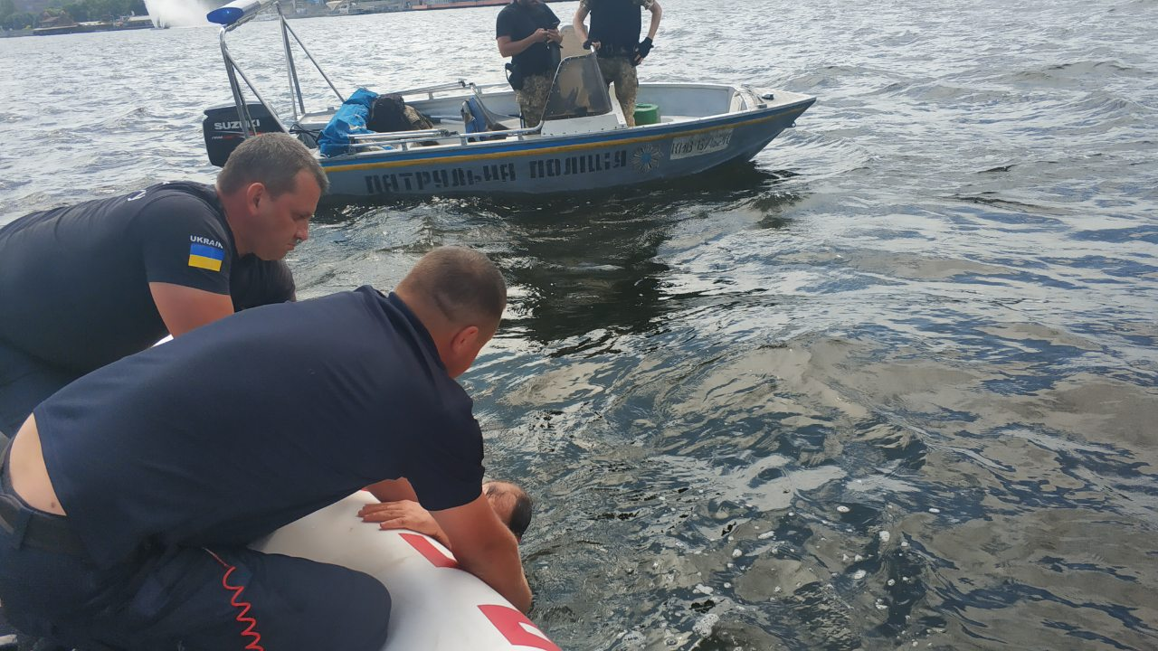 Мужчина спрыгнул в воду с Нового моста. Новости Днепра