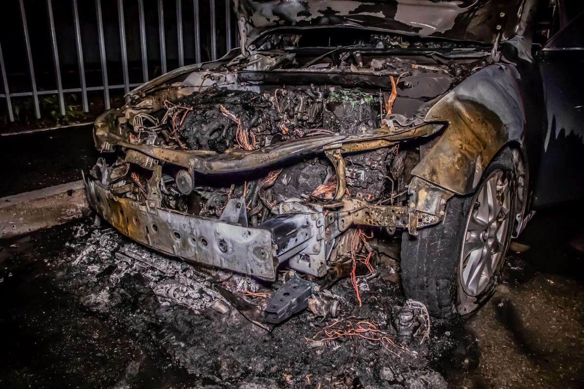 Ночной пожар: в Днепре сгорел автомобиль. Новости Днепра
