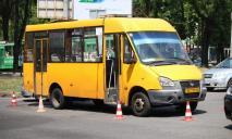 Женщину переехала маршрутка: видео ДТП, пострадавшая погибла