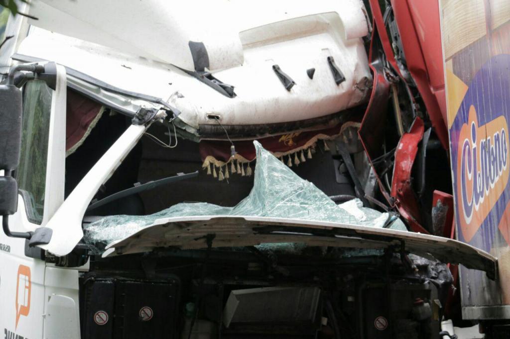В Днепре произошло ДТП с участием двух грузовиков. Новости Днепра