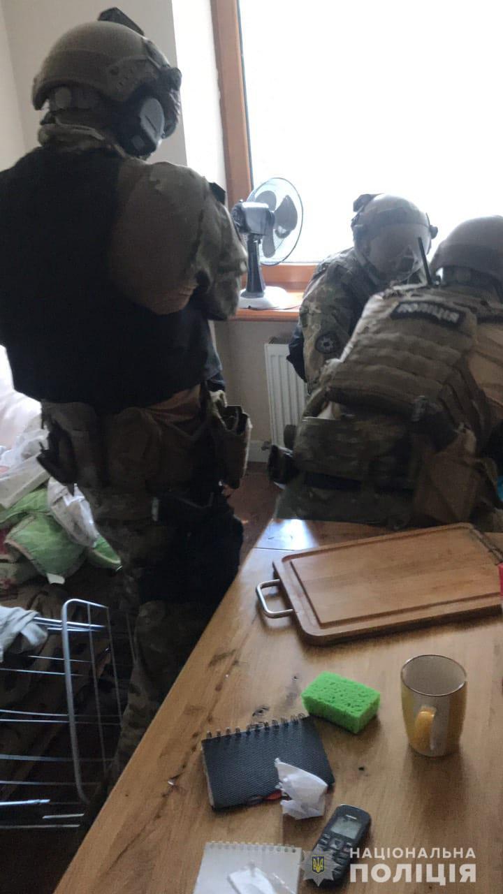 «Доказательство налицо»: полицейские задержали изготовителя наркотиков. Новости Днепра