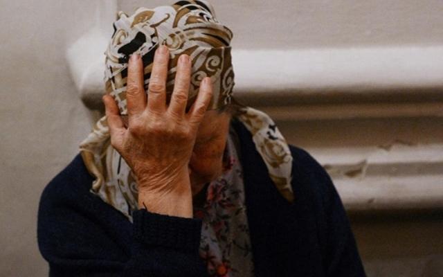 Мужчина нагло ограбил пенсионерку посреди улицы. Новости Днепра