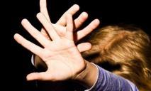 В Днепре подросток ошиблась кнопкой лифта и попала прямо «в руки» педофилу