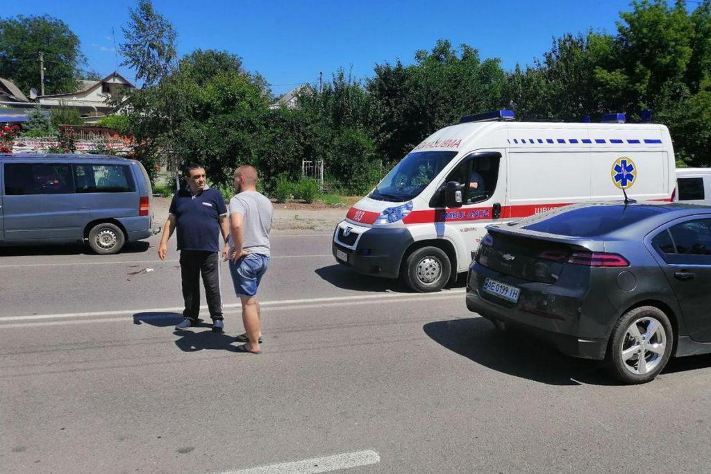 В Днепре сразу двое человек попали под колеса. Новости Днепра