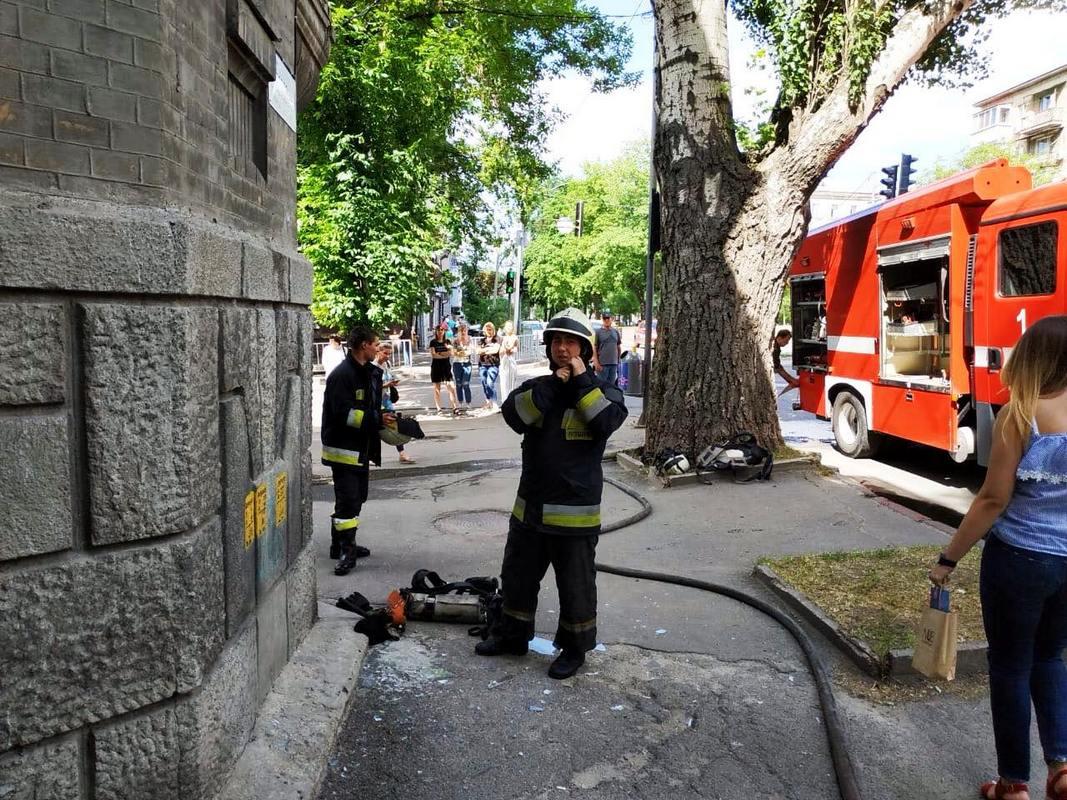 В Днепре загорелась квартира, внутри которой находилась пожилая женщина. Новости Днепра