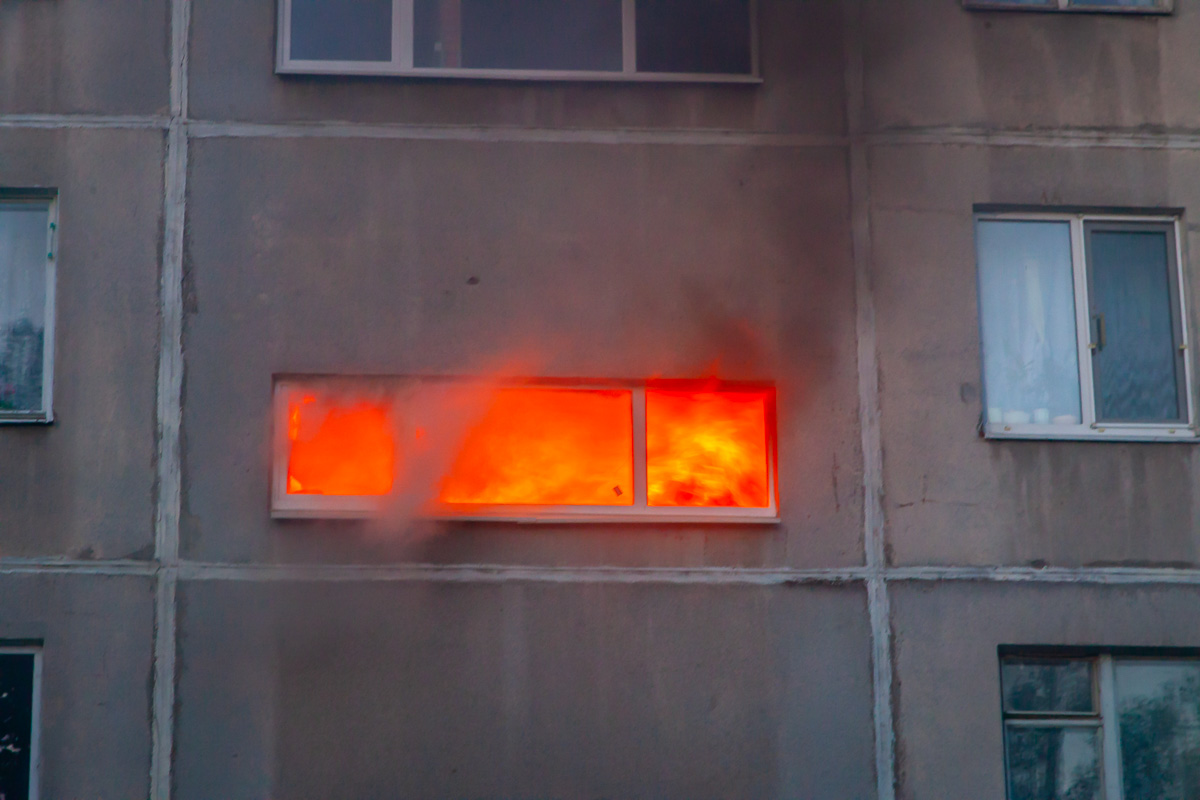 В Днепре в многоэтажке горело сразу два подъезда. Новости Днепра